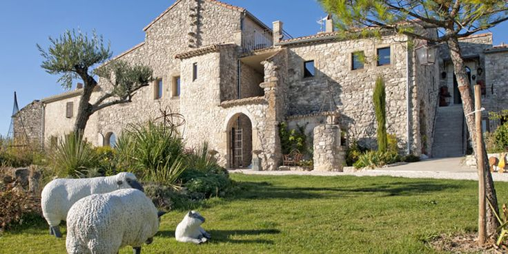 Chambres d'hôtes de Prestige près de Grignan, en Drôme Provençale avec piscine, spa privatif, sauna, massages, séjours bien être.   http://www.avignon-et-provence.com/chambres-hotes-drome/pres-aube/  photos © QUELWEB – Emmanuel ORION