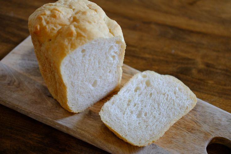 [ad#ad-top] 先日、「オールパーパスフラワー(中力粉)で作る美味しいパンの作り方」を、ご紹介しました。 関連記事➡【レシピ】オールパーパスフラワー(中力粉)で作る、美味しいサンドイッチ用パン♪ でも、水分がちょっと多めで生地が扱いにくく、 パン作りの初心者にはちょっと難しいかも... そこで、どなたでも簡単に焼けるよう、 ホームベーカリーを使ってみたらどうかな?と試してみたら ちょっとびっくりするくらい美味しいパンが出来ました🎵 ...