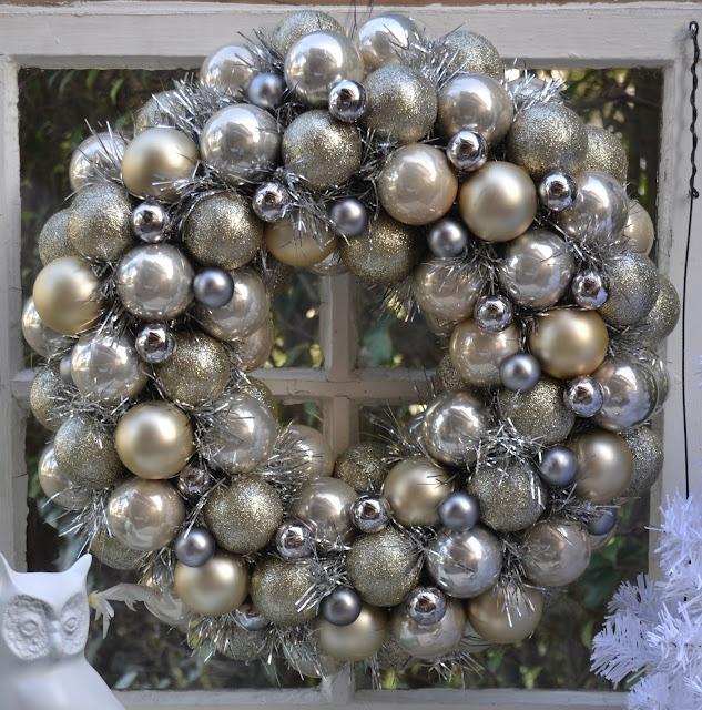 DIY:: Dollar Store Glam Wreath