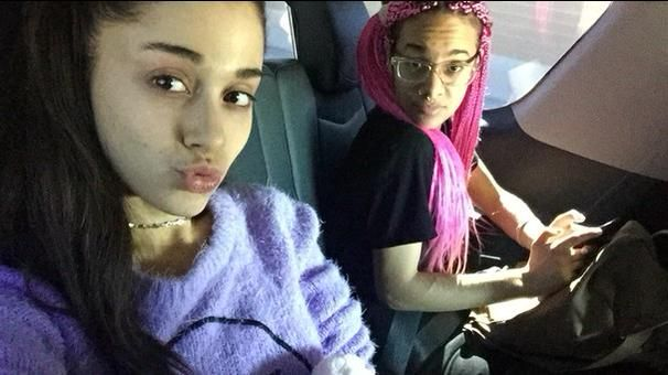 -NEW PHOTO- Ariana without any makeup on! Doesn't she look beautiful?