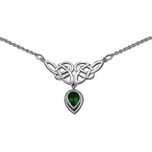 Pretty! Green Celtic necklace. I think I'd like it with amethyst.