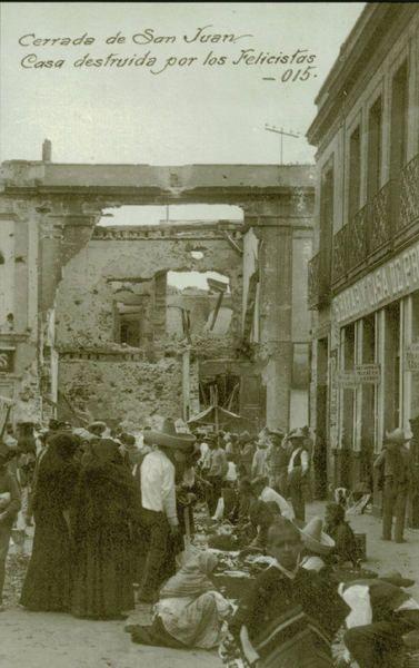 Cerrada de San Juan, esta foto nos da una idea como el pueblo en un tiaguis entre ruinas hoy conocido como callejon de Aranda