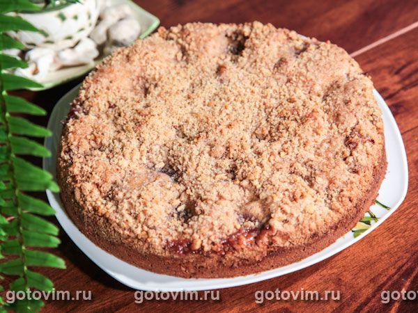 Летом, когда много сезонных фруктов и ягод, печь пироги - сплошное удовольствие. Даже если на улице жара под сорок. Ты же знаешь, что в результате на столе будет ароматный бисквит, с сочными сливинами внутри и хрустящей корочкой сверху.