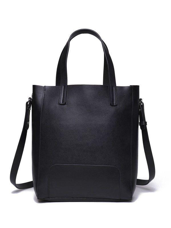 Damska torebka Top Secret z kolekcji jesień-zima 2016.<br><br>Klasyczna, czarna listonoszka wykonana z przyjemnej w dotyku skóry ekologicznej. Modna torebka o średniej wielkości, w środku wpinana kosmetyczka. Torebka dostępna w kolorze czarnym (SBG0901CA).