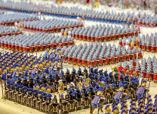 MTSC's News From The Front: MTSC FIGURE OF THE WEEK #116: 26,000 Playmobil Romans. Read the complete post with more images on our blog.