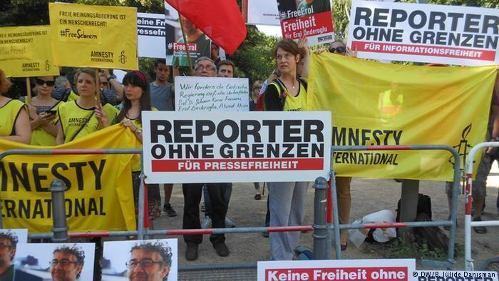 Berlin'de tutuklamalar protesto edildi