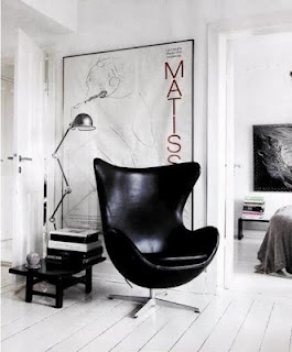 ♥: Lamps, Eggs Chairs, Black And White, Black Leather, Interiors Design, Black White, Black Chairs, Eggchair, Arne Jacobsen