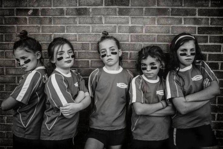 Para romper com os estereótipos de gênero, uma mãe fotografou as cinco filhas sem nenhuma referência de princesas e bonequinhas. Kate T. Parker fez um ensaio original e natural com as meninas, mostrando que elas são felizes correndo, andando de bicicleta, gritando e se divertindo sem amarras