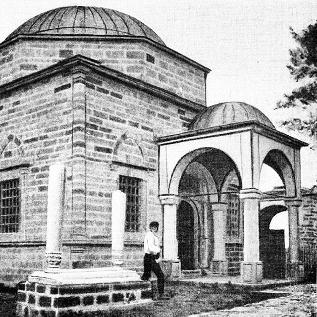 The#Tomb of Sultan Murad is a #mausoleum dedicated to theOttomanSultan Murad Ilocated inFushë Kosovë, in the #Prishtina #DistrictofKosova. It was mentioned byEvliya Çelebiin 1660.  #Murad I was killed in the#Battle of Kosovain 1389. His internal organs were buried in #Fushë #Kosovë and remain to this day in the tomb at the site. The tomb has gained a #religious significance for the local #Muslims.  The #monument was builtby Murad I's sonBayezid I, becoming the first example of…