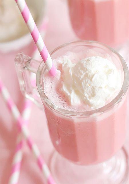 Chocolisto de fresa con una bolita de helado de vainilla