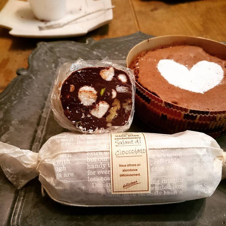 皆さんバレンタインデーに作るものは決まりましたか?今回はSNSで人気の「チョコサラミ」を紹介します。見た目がサラミのようなので「チョコサラミ」と呼ばれていますが、ナッツやドライフルーツがぎっしり詰まったおいしいスイーツなんです!