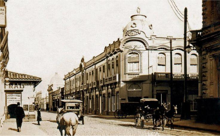 Hotel de Talca en 1906. Elegantes calles y carruajes en el centro de la ciudad de Talca. Autor desconocido - EnterrenoEnterreno