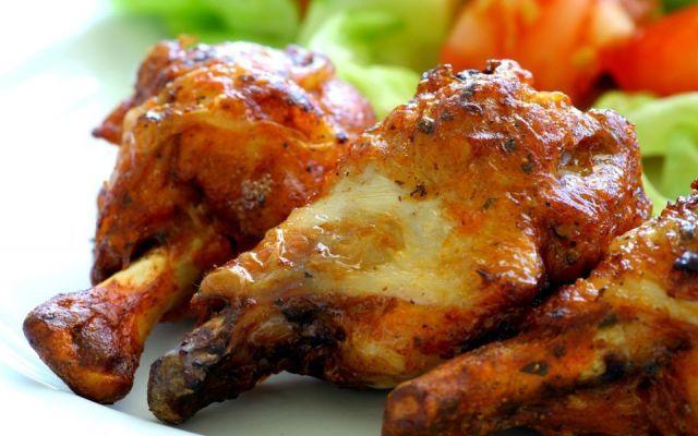Ricette coscia di pollo facili La coscia è la parte del pollo più ambita e contesa a tavola, tradizionalmente riservata all'ospite d'onore...  Buona anche nelle preparazioni più semplici non ha bisogno di particolari complicazio #cucinare #pollo #ricette #patate