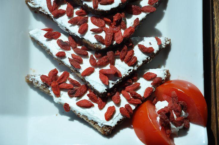 Pane di segale con robiola e bacche di Goji Xing Dal #vegan #vegetariano #health #salute #ricette #light