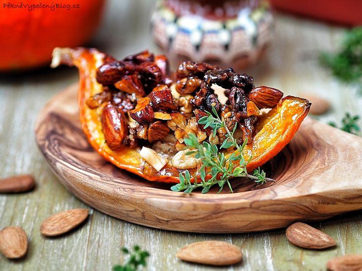 Pečená dýně s medem a ořechy