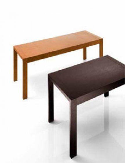 Il tavolo Magnum ha una struttura in legno con piano impiallacciato. Può contenere dai 6 - 10 posti