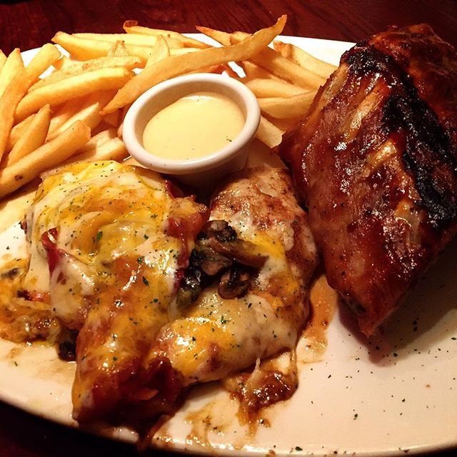 It's been awhile #alicesprings #chicken and #babybackribs  #meat is what's for #dinner #shibuya #outbacksteakhouse  #yum #delish #instagood #instafood #goodfood #yummy #ひさしぶり に #アウトバック #渋谷 #晩ご飯 #ディナー #肉食女子 #肉 #チキン #リブ #豚肉 #美味しい #また食べたい #おいしい #うまい