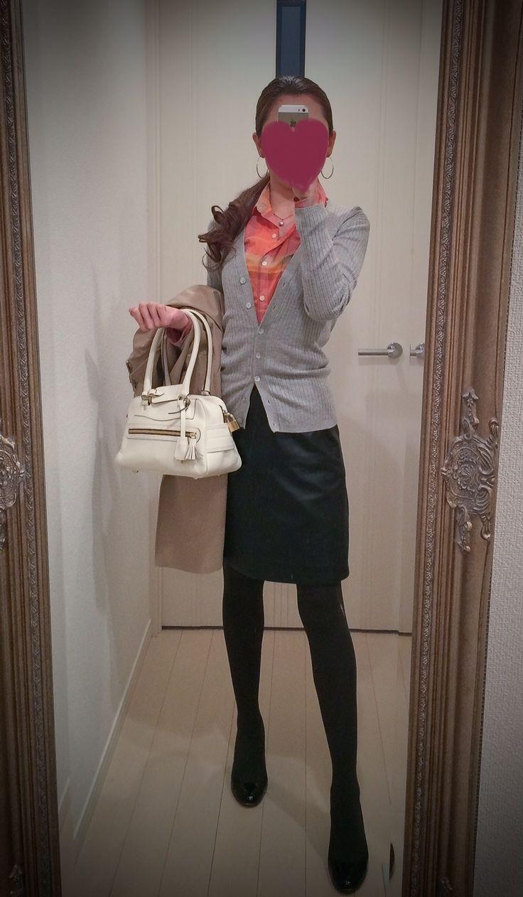 Orange shirt, gray sweater and black skirt, white bag, black shoes - http://ameblo.jp/nyprtkifml