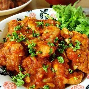 鶏もも肉を玉葱とトマト、マッシュルーム、赤ワインで煮込みます。 カチャトーラ(狩人風)は2度目。 前回 は綺麗なトマトを使ってるので、仕上がりの色も綺麗だなー。 〈材料〉 鶏もも肉 2枚(60...