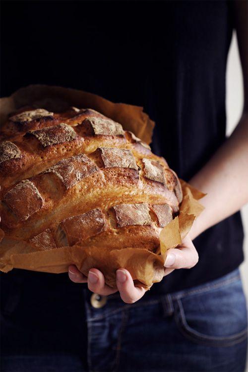 C'est toujours un plaisir que de faire mon pain maison. Le meilleur, c'est de le déguster lorsqu'il est encore un peu chaud à la sortie du four. Et l'odeur