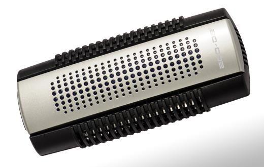 Diseñado para un fácil uso, no ocupa espacio, se coloca encualquier enchufe de la pared. Solo consume 8W de energía. Colector de polvo situado en la parte inferior del aparato,que captura de una forma efectiva todas las partículas dañinas en el aire. Con un mantenimiento muy sencillo. Con una cubierta fácil de quitar, que permite la cómoda limpieza de todo el aparato y de su Luz Ultravioleta.