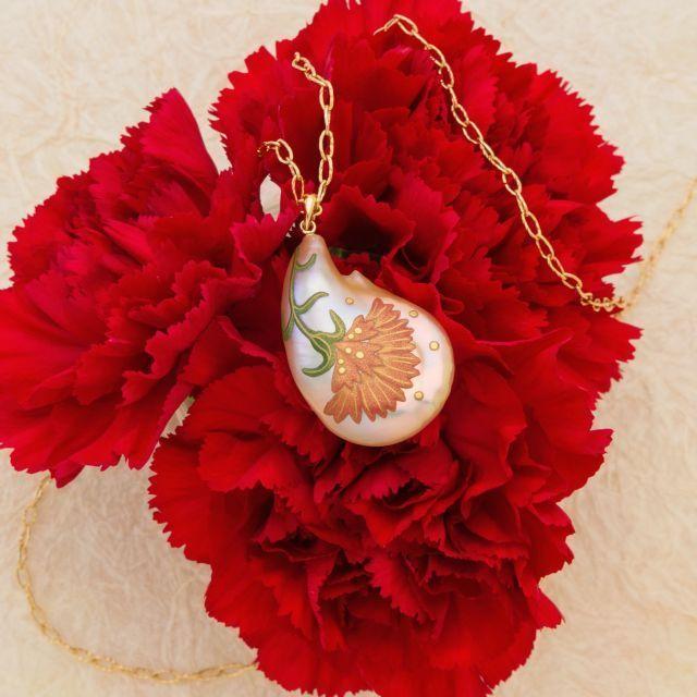 5月の花のペンダント イタリア語でPensieroという言葉があります 心のこもったギフトのことですがもともと ...