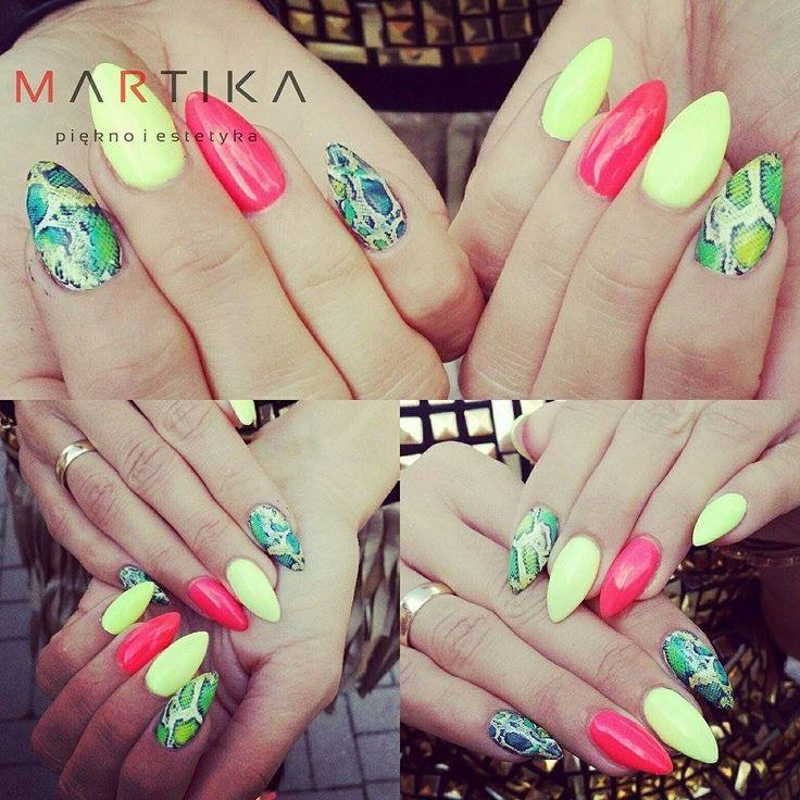 by Martika :) Follow us on Pinterest. Find more inspiration at www.indigo-nails.com #nailart #nails #indigo #skinsnake #yellow #summer #pink #yellow #ananas
