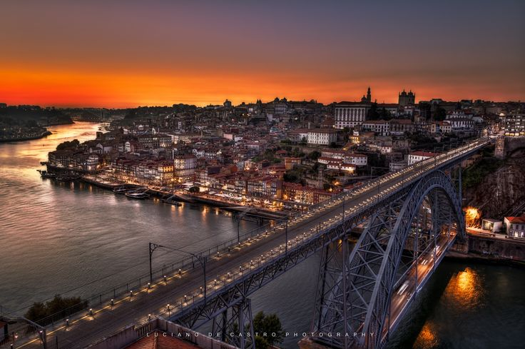 Night Settling - Ending of sunset and start of the night in Porto, Portugal.