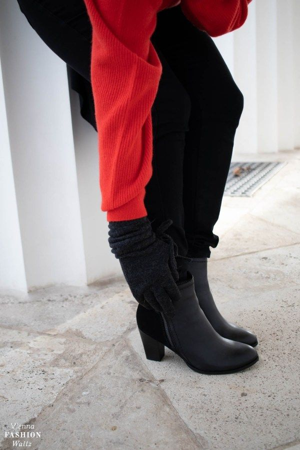 Simpler Jeanslook Mit Rotem Cashmere Pullover Und Trendigen Boots Fashion Blogger Outfit Boots Fashion