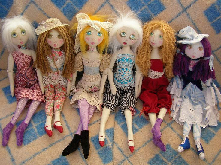 THESE ARE MY DAISY CHAIN DOLLS, THEY WERE FUN TO MAKE.