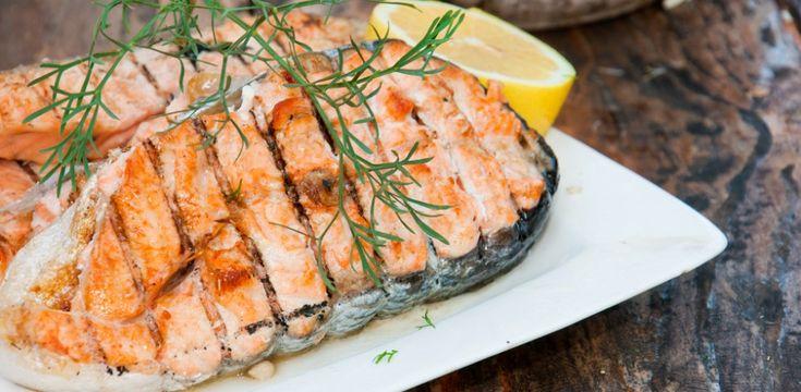 Il trancio di salmone è un alimento versatile e saporito, ecco 10 idee per impiegarlo al meglio, portando in tavola piatti prelibati e veloci da realizzare.