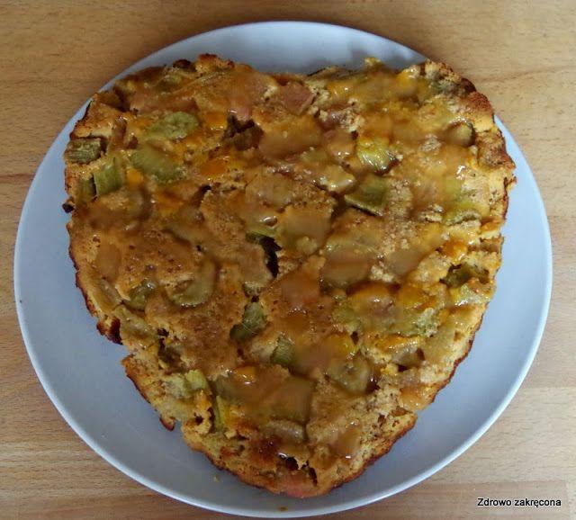 Zdrowo zakręcona: Odwrócone ciasto kokosowe z brzoskwinią i rabarbarem. Wilgotne, lekkie, beztłuszczowe i bezzbożowe. Pycha!