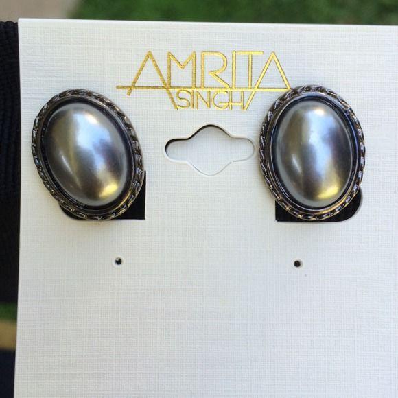 Amrita Singh Gray Pearl Clip Earring Amrita Singh Brand new Gray Pearl clip earring Amrita Singh Jewelry