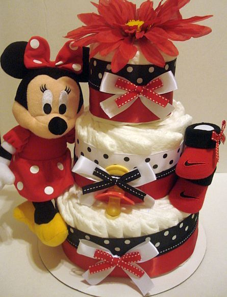 Minnie mouse diaper cake! Perfect. So cute, if only she was still a baby!