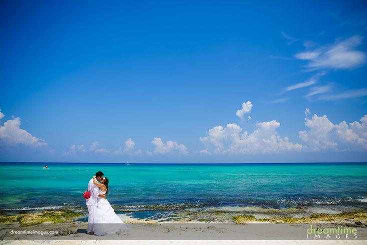 Isla de la Pasión wedding couple. http://dreamtimeimages.com/blog/passion-island-wedding-photography-isla-del-passion-mexico-kelly-jason/