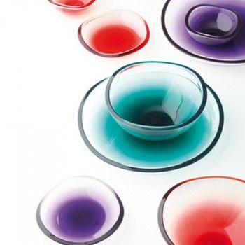 Praktyczna i oryginalna miska Giro marki Leonardo. Produkt został wykonany z najwyższej jakości barwionego szkła. Miska przyciąga uwagę nie tylko swoim opływowym kształtem ale też żywą kolorystyką.