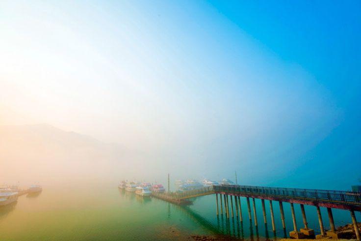 霧に包まれた湖、日月潭/台湾