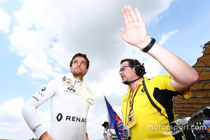Jolyon Palmer, Renault Sport F1 Team on the grid with Julien Simon-Chautemps, Renault Sport F1 Team Race Engineer