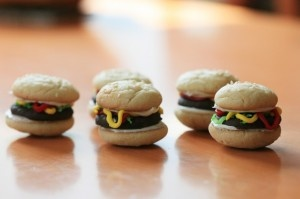 Super easy hamburger cookies! Check these out from my great friends at Cookie Chew!: Cookies Chew, Cookie'S Burge, Sugar Cookies, Cookies Burge, Thin Mint, Hamburgers Cookies
