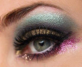 want to try this next time i get the opportunity to wear crazy makeup...aka @Brianna Weimer this dance recital lol