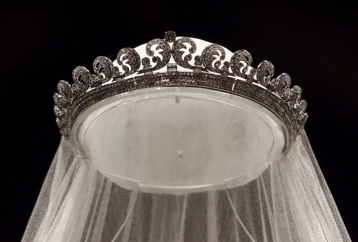 Cartier Halo Tiara 1937, worn by Kate Middleton on her wedding day from Queen Elizabeth - #RoyalTiara from Great Britain: