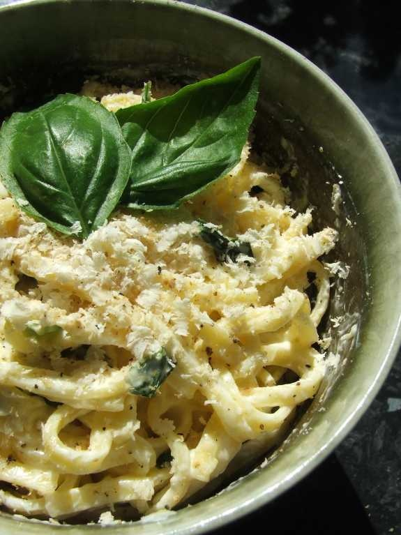 dulcis in fundo: Lemon and fresh basil linguine with Belper Knolle