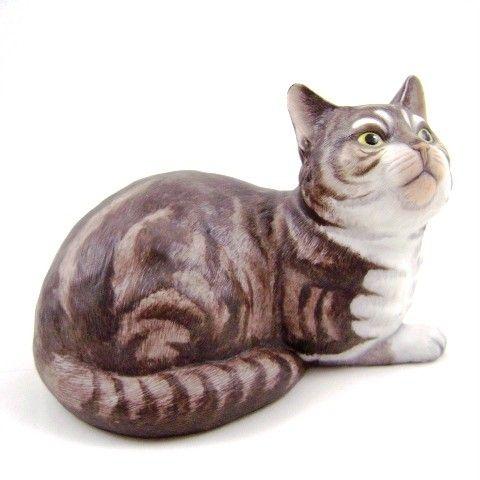 Полосатый кот  красивая фарфоровая статуэтка была выпущена ограниченным тиражом в 1982 под надзором Франклина фарфора в Тайване и ручной росписью Эрик Тенни.  Около 6 1/2 дюймов в длину и  около 4 5/8 дюймов в высоту. Дно отмеченыи имеет метку и фольгу -Сделано в Японии(копия газетной рекламы, которая была в Дейтона-Бич Morning Journal 10 июля 1982 г. я нашел в Интернете).