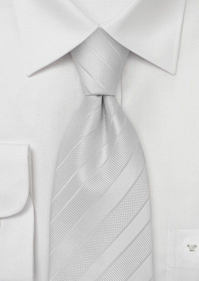 Jednofarebná kravata s jemnou štruktúrou.