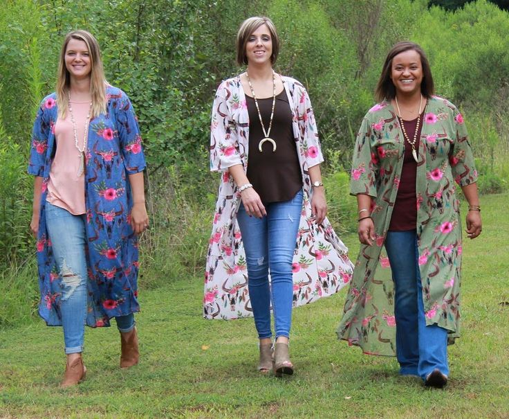 A #musthave for #fall is a long duster! These #southwestern inspired dusters are very #trendy and super cute! Get yours before they are gone. $38, S-L.  Comment or DM color, size and email address order. . . #newarrivals #floral #cardigan #steerhead #backtoschoolfashion #fallfashion #bohostyle #boho #shopaholics