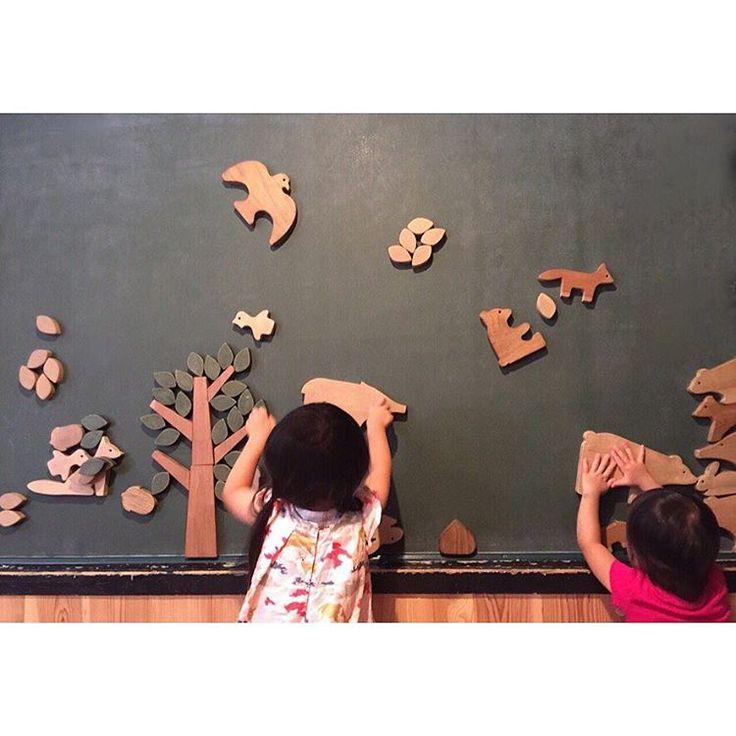 美術館や博物館は絵画などの美術や考古学の展示を見るものというちょっとお堅いイメージはありませんか?近年ユニークなアートに関する展示や体験型の企画展を行うミュージアムが増えています。今回は、六本木の「21_21 DESIGN SIGHT」、四ツ谷の「東京おもちゃ美術館」、西新宿の「NTTインターコミュニケーション・センター」、新木場の「東京夢の島熱帯植物館」、浅草の「東京夢の島熱帯植物館」など、都内のおすすめのユニークなアート施設をご紹介します。木や植物などの自然、ファッション好きの方も必見です!