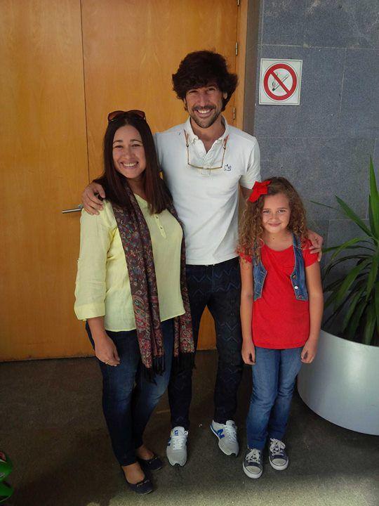 Muchas felicidades mi Manuel...un Domingo, la vida me regalo este momento,conocerte en persona,en un lugar inesperado, Palacio de Deportes de Huelva,viendo un partido partido baloncesto...guapísimo como siempre...ojalá puedas verte otra vez, pero ahora en un gran escenario...mil besos desde Huelva.