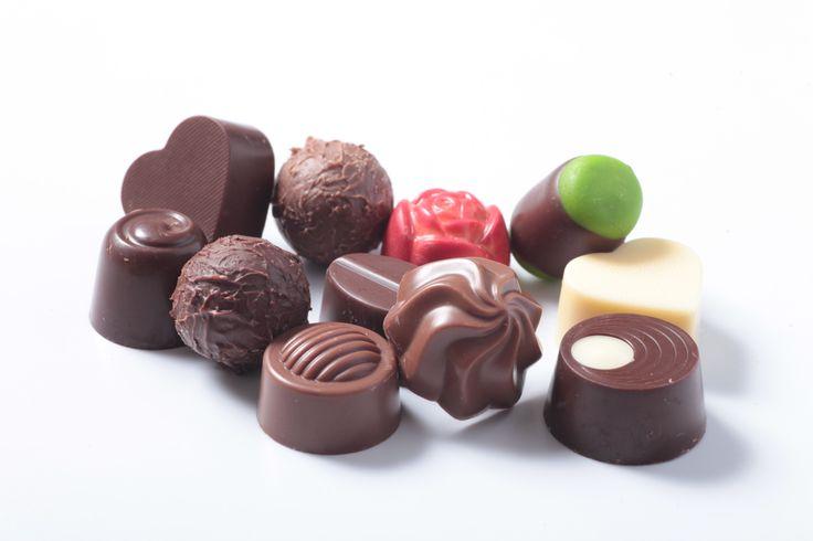 """Lunes de antojo... Inicia la semana disfrutando unos deliciosos """"BOMBONES DE CHOCOLATE"""" de la #reposteriaastor   www.elastor.com.co"""