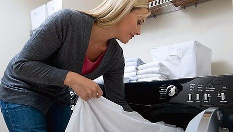 Büdös mosógép, rossz szagú mosott ruhák? így tisztítsd ki a mosógépet fillérekből