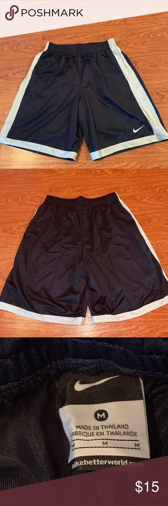 Mens NIKE Shorts Größe M Dunkelblau mit grauen Streifen an den Seiten hat Seitentaschen gehen …   – My Posh Picks
